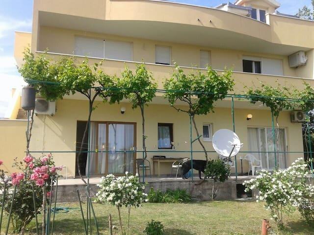Apartman Nena - Kaštel Štafilić - บ้าน