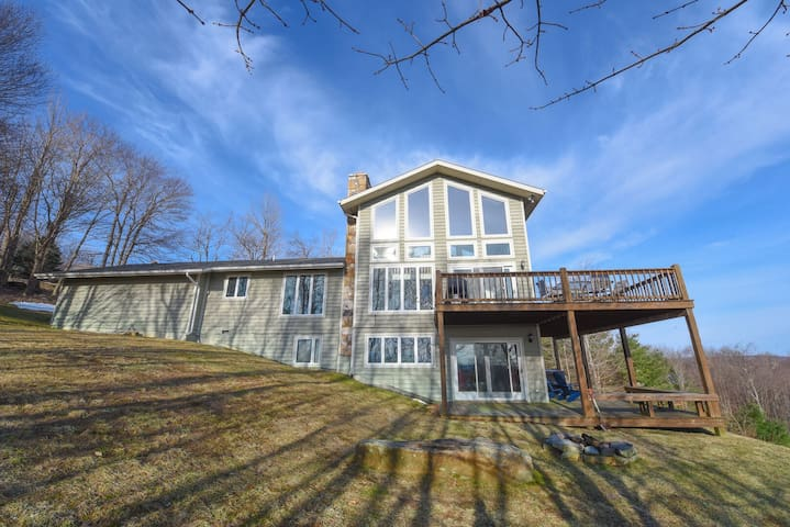 Lake Access home in central Deep Creek w/ outdoor hot tub & community perks!