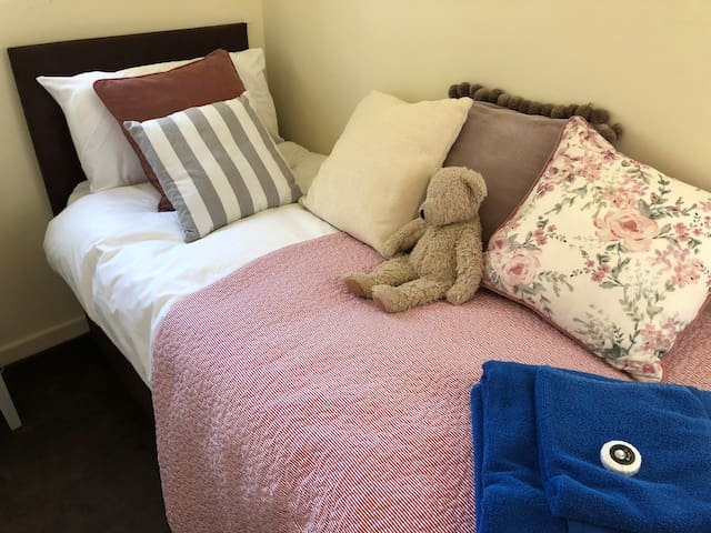 "Single Bedroom (2'6"" bed)"