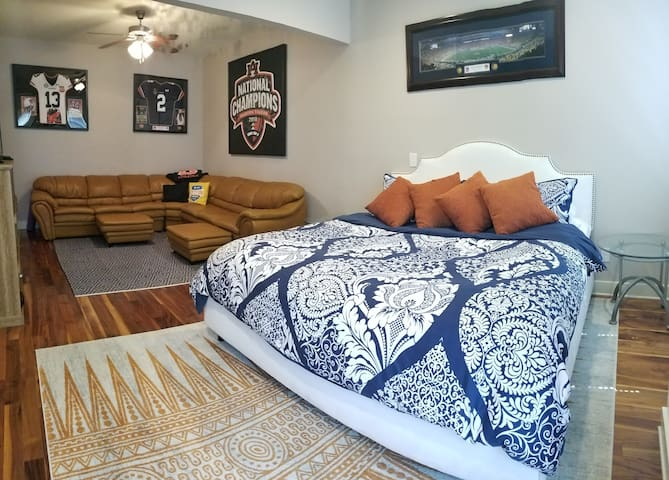 Auburn Suite