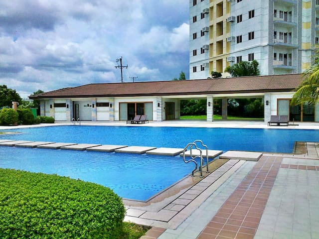1BR CONDO near NAIA with WIFI and CABLE