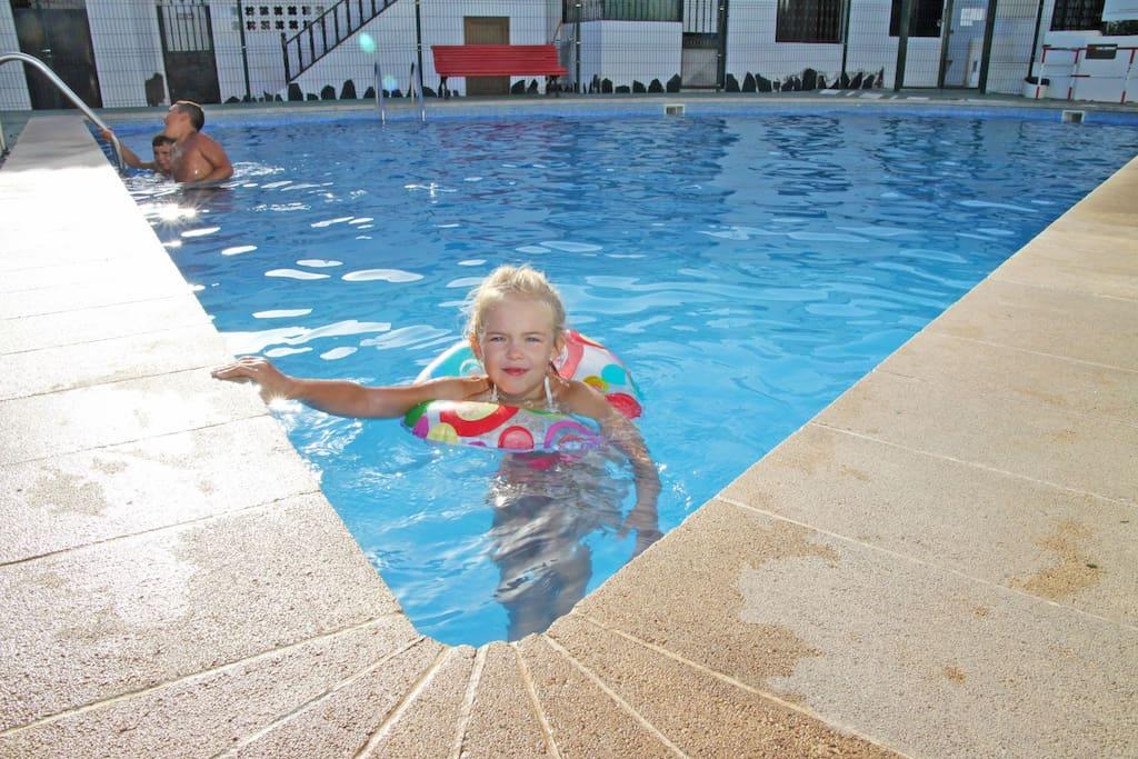 Swimmingpool for adults / Piscina para adultos