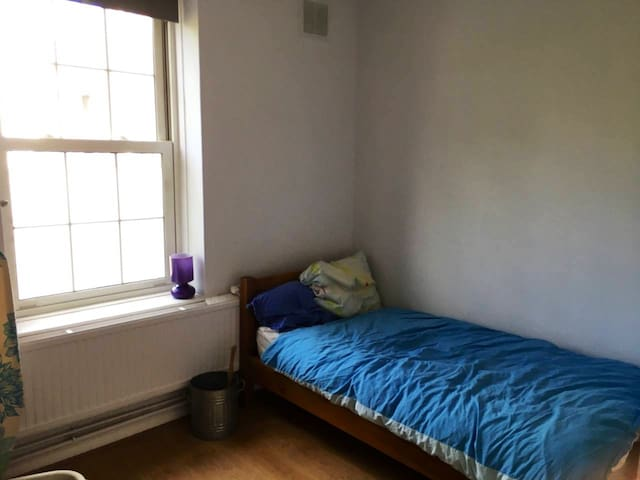 Peaceful private room in shared Kentish Town flat