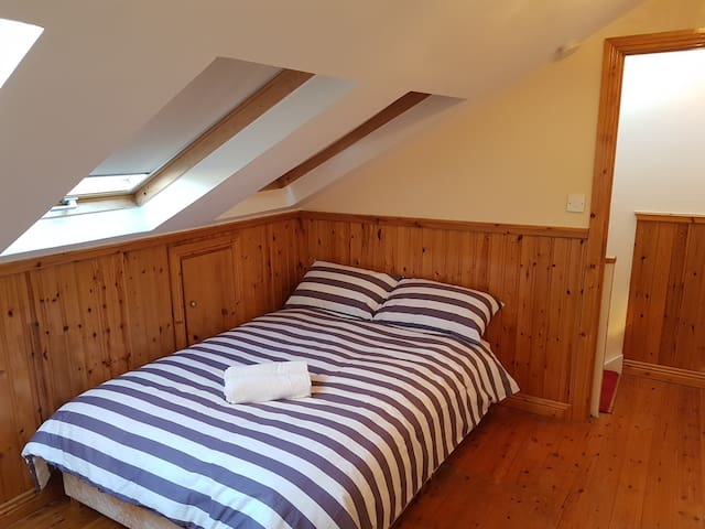 Charming ensuite Attic room in Blackrock-Dublin