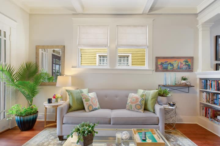 ★ UPTOWN HOME WITH CLASSIC STYLE NEAR STREETCAR ★