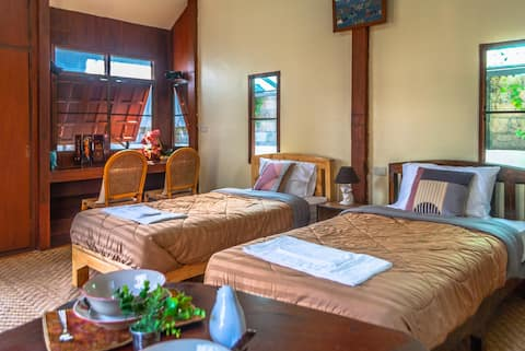 """Thai Cottage Lanna Style House"" su sodu ""Lushful Garden"""