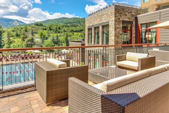 Dog-friendly studio steps from Riverfront Express Gondola and shared heated pool