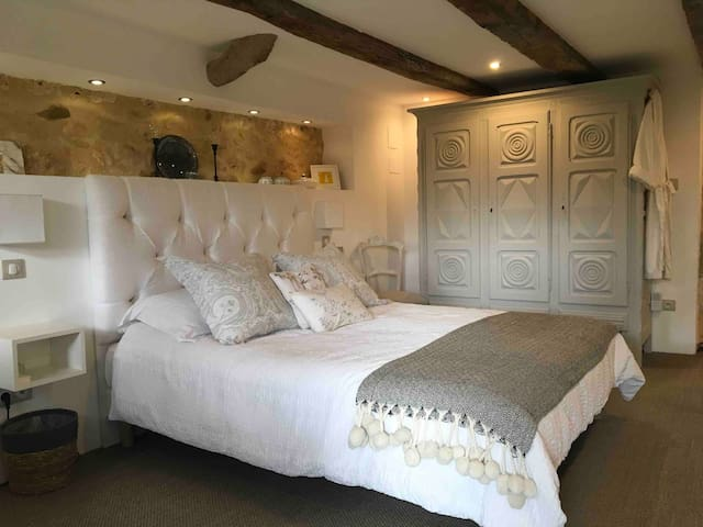 Boutique B&B in rural location + optional massage