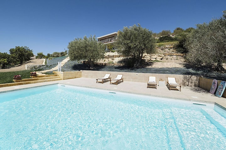 Modern HolidayHome in Noto with Pool