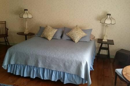 Hawks House Inn Room 12, 3 beds, sleeps 5 - Walpole - Bed & Breakfast
