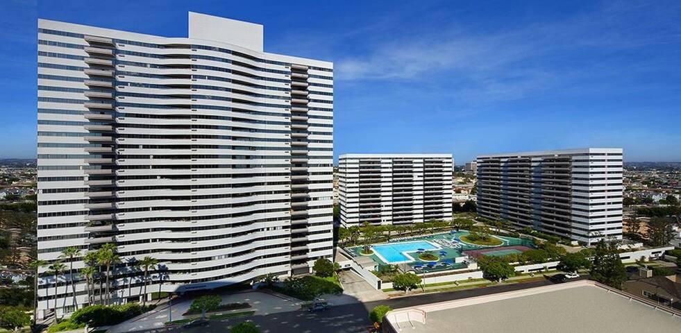 1+1 resort style residance building pool, gym