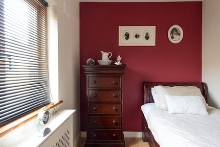 Victorian style single room . - Ballybane