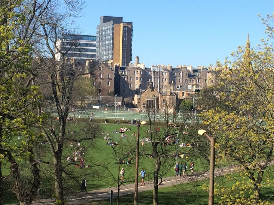 Edinburgh Uni - 5 min walk across the Meadows