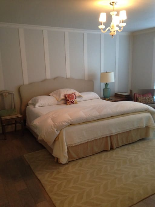 Large room with King bed and Chaise