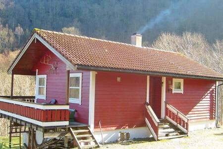 3 Bedrooms Home in Eikelandsosen - Eikelandsosen