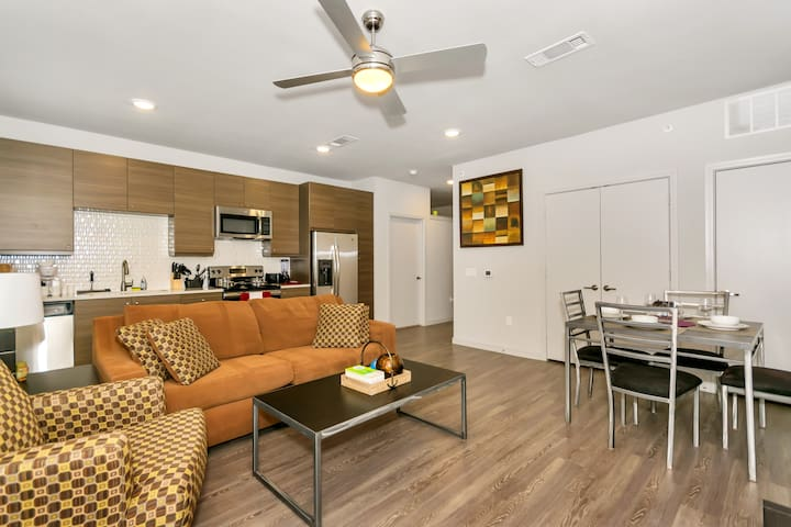 ★★Amazing Price on a Brand NEW UPTOWN Apartment★★