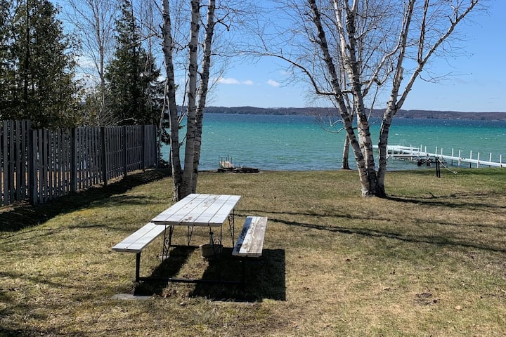 Cozy cottage on the beautiful Torch Lake!