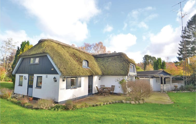 Holiday cottage with 1 bedroom on 106m² in Glesborg