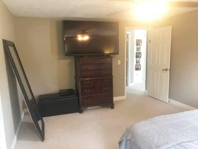 King Bedroom - 60 Inch TV - Apple TV - Chromecast