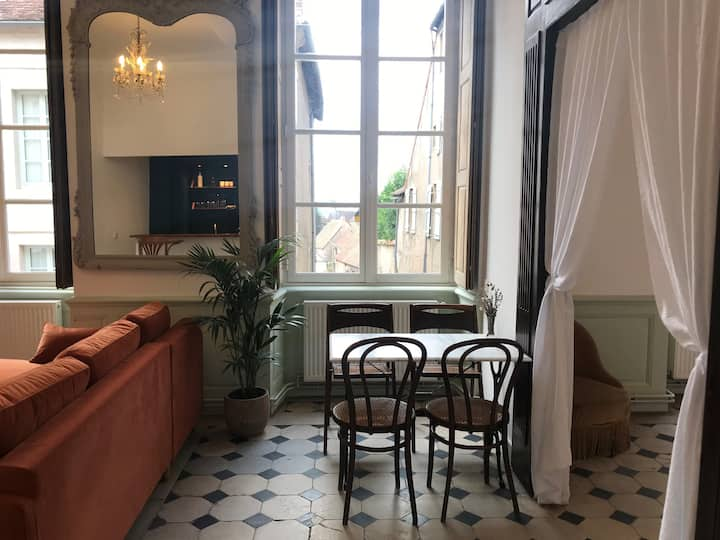 """Le Bonaparte"": Lovely flat & Private courtyard"