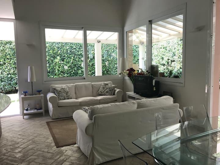 Newly refurbished house in  Forte dei Marmi