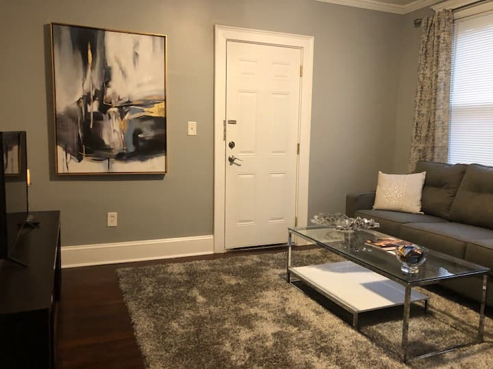 BEAUTIFUL,PRIVATE 2 BEDROOMS IN HARTFORDS WEST END