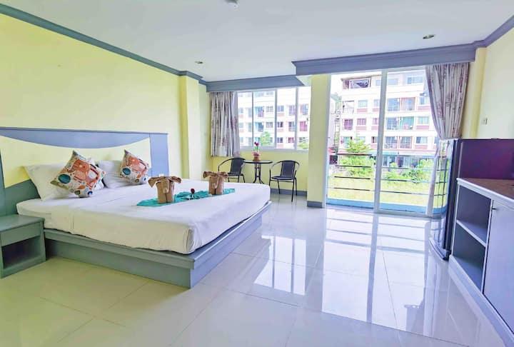 营业中,新房促销 月租优惠 可年租 芭东海滩 出行便利 30平米超大阳台大床房