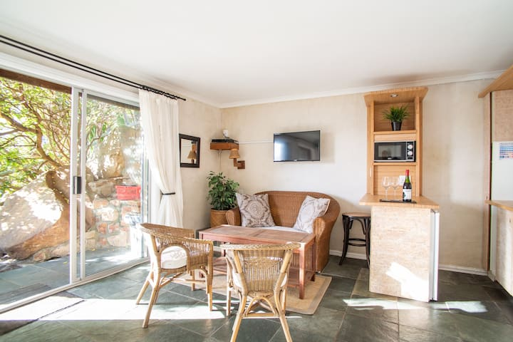 Cape getaway - ideal for 2, look out onto garden