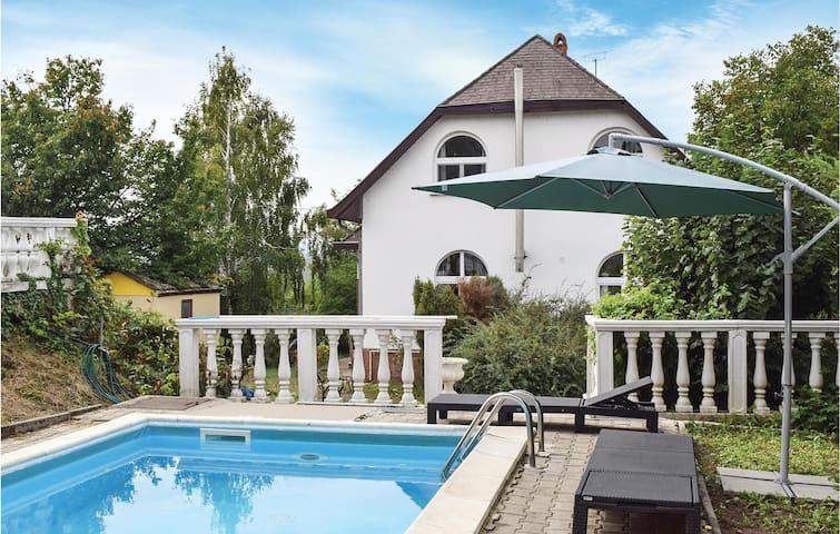 Holiday cottage with 5 bedrooms on 200m² in Siófok-Töreki