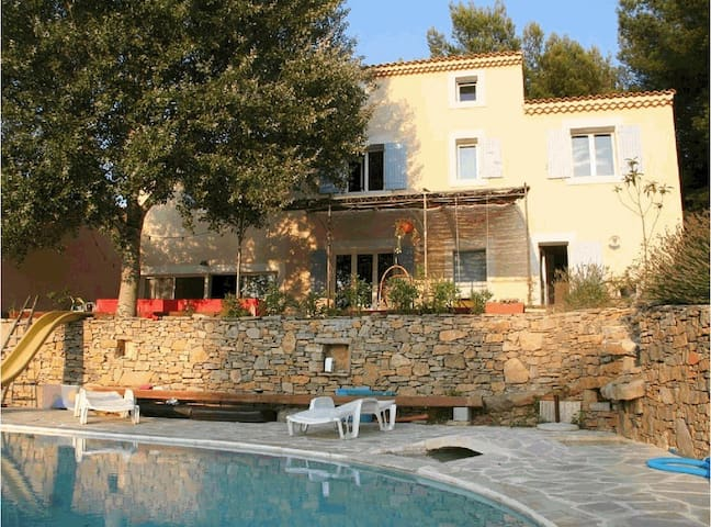 Villa with pool sleeps 11 people - Allauch - Villa