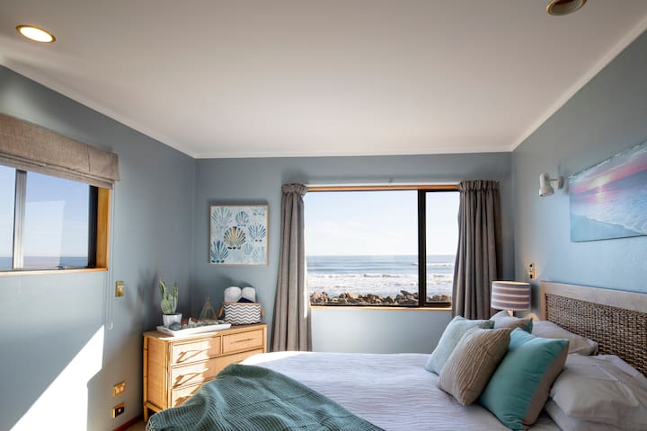 Upstairs Queen bedroom with sea view