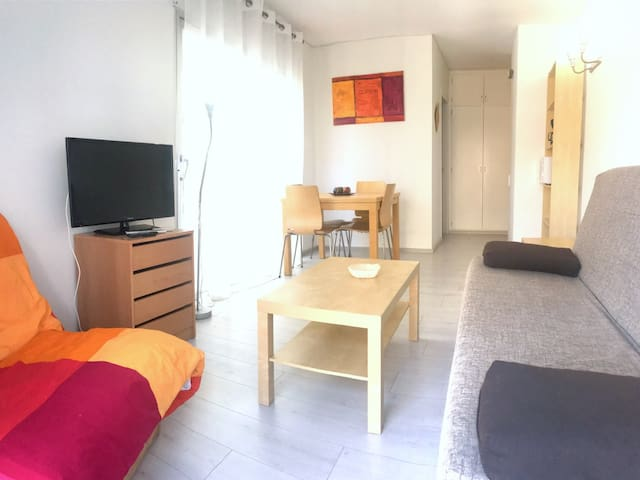 EST.MAR 2-2Studio situated on the center of Roses, only to 50 mts from the beach