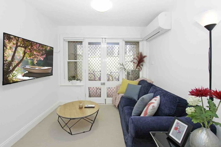 Historic Sydney CBD 1Br Townhouse Perfect Location