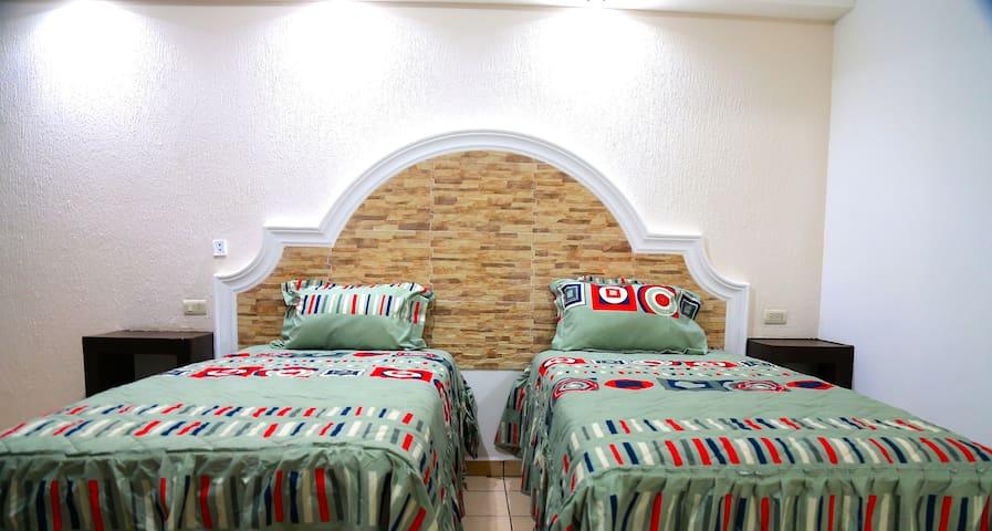Habitaciones con 2 o hasta 3 camas individuales para que tu familia/grupo tenga la comodidad necesaria para descansar
