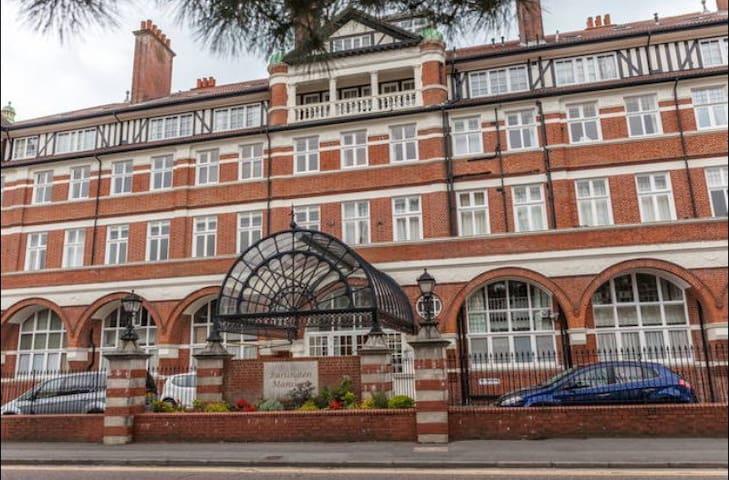 Burlington Mansions 2 Bed Triplex Apartment