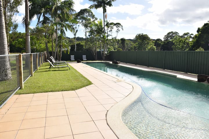 Tranquil & Spacious Poolside unit on Farmstay