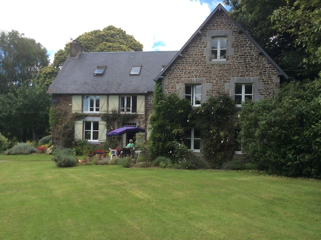 Elegant 6 bed farmhouse - Les Loges-sur-Brécey
