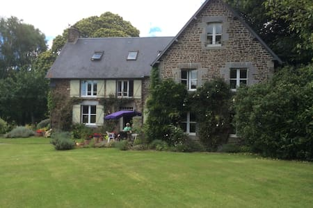 Stunning 6 bed farmhouse - Les Loges-sur-Brécey - House