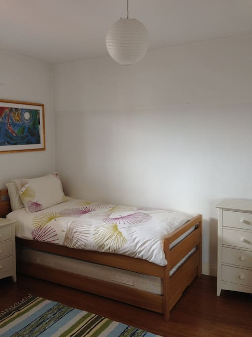 Bedroom with single bed, can be with 2 twins