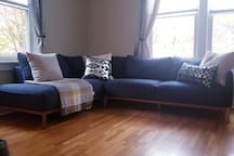 Large living room with plenty of seating