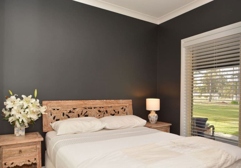 Queen size bedrooms with style, comfort, privacy and views