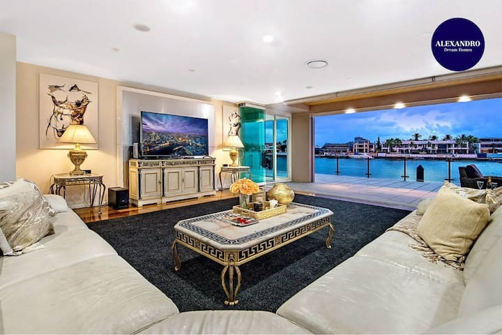 4.5 MILLION DOLLAR SURFERS PARADISE DREAM MANSION