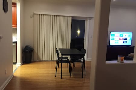 Nice Room by Downtown Burbank - Apartment