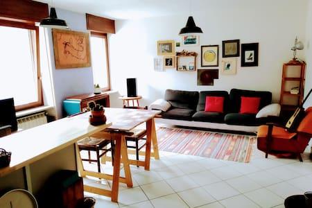 Appartamento luminoso e confortevole tra la Alpi
