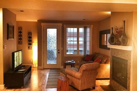 Gorgeous 3 Bedroom Downtown Golden - Townhouse