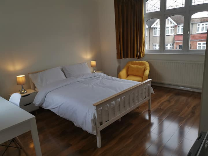 Room 4- Newly refurbished double room near whitton