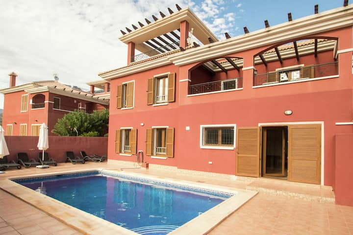Charming Holiday Home in Benidorm with private pool