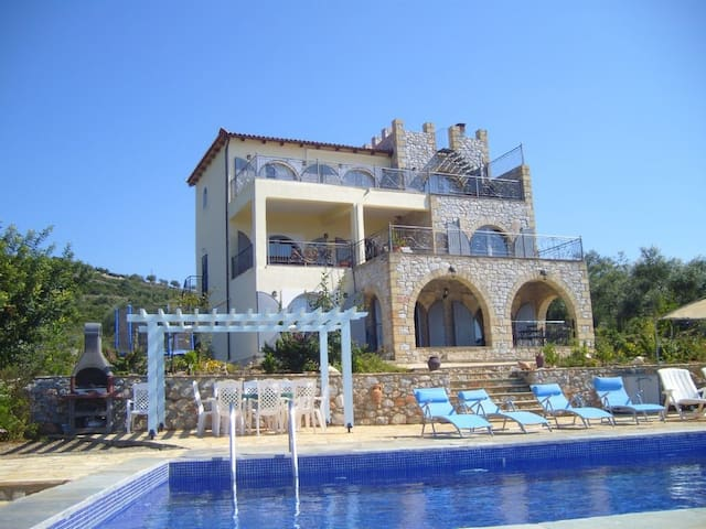 Villa Elsie 5 bedroom villa with pool, sea views.
