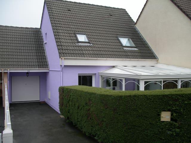 pavillon en ville, 3 chambres - Cherbourg - Huis