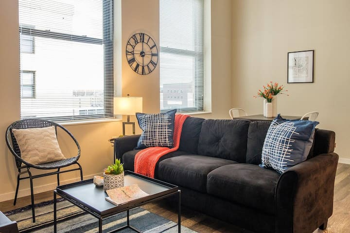 Comfortable 1BR Apt in Central Business District
